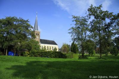 Mantgum, één van de vele charmante middeleeuwse kerkjes die Fryslân rijk is.