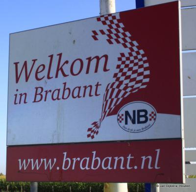 Met de pont vanuit Alem aangekomen in Maren-Kessel, word je welkom geheten in Brabant. Alem was vroeger ook Brabants, maar is na een grenscorrectie Gelders geworden.