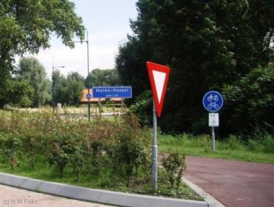 Ter plekke is alleen nog sprake van een plaatsnaambord Maren-Kessel, hoewel de atlas Noord-Brabant en Google Maps de oude kernen Maren en Kessel daarnaast nog als aparte kernen zien