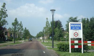 Mariaheide is qua plaatsnaam dubbel gedupeerd: niet alleen is het dorp 'vergeten' in het postcodeboek, de plaatsnaam wordt volgens de Dorpsraad en Stg. Hei's Archief ook nog verkeerd gespeld op de plaatsnaamborden. Er hoort namelijk een koppelteken tussen