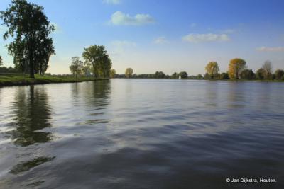De Maas bij Megen vanaf de pont naar Appeltern; we verlaten Noord-Brabant.
