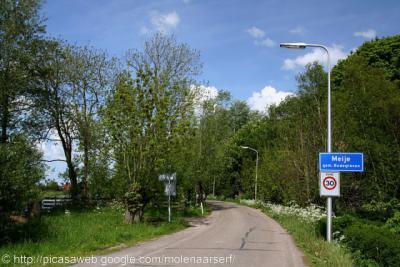 Meije. Dit dorp had tot voor kort alleen plaatsnaamborden voor het deel onder de gemeente Bodegraven-Reeuwijk. Sinds kort staan er ook weer borden in het deel onder de gem. Woerden. In het Nieuwkoopse deel staan geen borden.