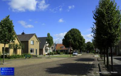 Als je vanuit Heerenveen-Zuid en Oudeschoot de 20 km lange Schoterlandseweg naar Donkerbroek op gaat, kom je als eerste door het dorpje Mildam, een lintbebouwing met een kleine kern.