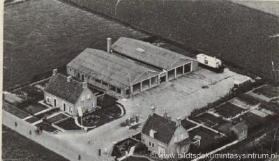 Mooie Paal / Moaije Peal (buurtschap van Minnertsga), het busstation (voormalige FRAM garage) anno 1950.