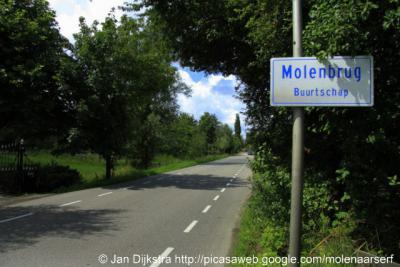Molenbrug (buurtschap van Bodegraven) heeft begin 2011 eigen plaatsnaambordjes gekregen.