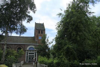 Bij de kerk van Molkwerum