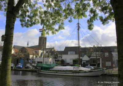 Stadsgezicht van Montfoort, gezien vanaf de IJsselkade over de Hollandse IJssel