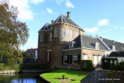Over de lotgevallen van Kasteel Montfoort kun je lezen onder het kopje Geschiedenis