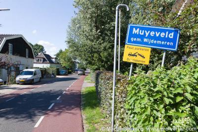 Muyeveld is een buurtschap van het dorp Nieuw-Loosdrecht, gelegen aan een deel van de kilometerslange Nieuw-Loosdrechtsedijk, die één langgerekte bebouwde kom is, met daarin een deel van het dorp Nieuw-Loosdrecht en de buurtschappen Muyeveld en Boomhoek.