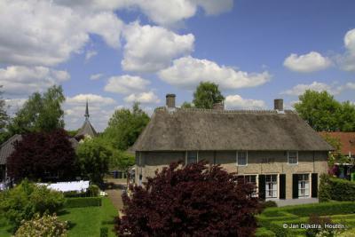 Dorpsgezicht Nederhemert-Zuid gezien vanaf de Maasdijk.