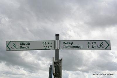 Op de fiets over de dijk Duitsland in bij Nieuwe Statenzijl