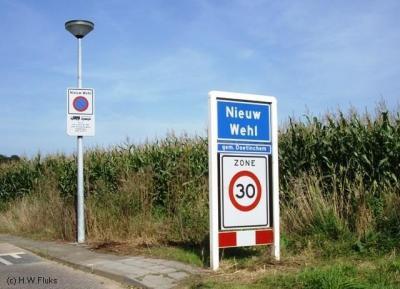 Nieuw-Wehl is een weliswaar klein, maar toch wel écht dorp, met kern, kerk en bebouwde kom. Helaas is het dorp in 1978 bij het toekennen van de postcodes (bewust of onbewust) vergeten en ligt het voor de postadressen daarom zogenaamd 'in' buurdorp Wehl.