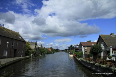 De Oude Rijn bij Nieuwerbrug aan den Rijn, gezien vanaf de Tolbrug