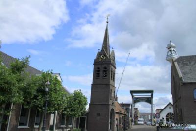 De Eeuwfeesttoren met de Tolbrug in Nieuwerbrug aan den Rijn