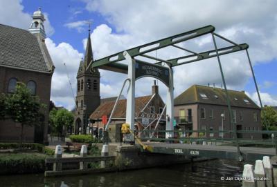 Bij de Tolbrug in Nieuwerbrug aan den Rijn, het hek is gesloten