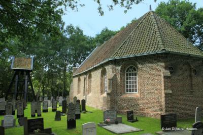 Het in de bossen gelegen kerkje van Nieuweschoot.