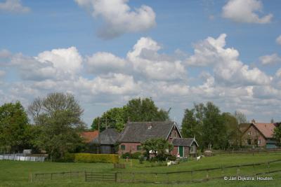 Boerderijen buiten de kom van het dorp Nieuwkoop, aan de Noordenseweg richting Noorden