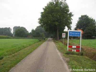 Nijstad, Nijstadweg, een deel van de buurtschap ligt tegenwoordig binnen de bebouwde kom van de kern Weerselo