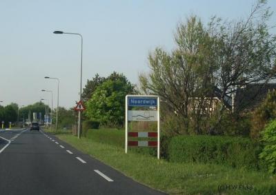 Noordwijk is topografisch gezien een grijs-gebiedgeval: in de praktijk spreekt men nog wel van Noordwijk-Binnen en Noordwijk aan Zee, maar ter plekke blijkt dat niet uit bebording: de plaatsnaamborden vermelden alleen de naam Noordwijk.