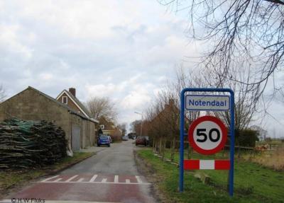 Notendaal (buurtschap onder deels dorp De Heen, deels dorp Nieuw-Vossemeer, gemeente Steenbergen)