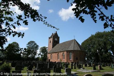 Oentsjerk, kerk en kerkhof