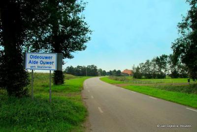 Oldeouwer is een dorp in de provincie Fryslân, gemeente De Fryske Marren. T/m 1983 gemeente Doniawerstal. In 1984 over naar gemeente Skarsterlân, in 2014 over naar gemeente De Fryske Marren.