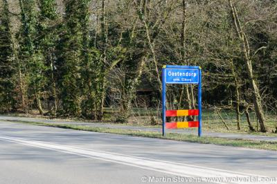 Oostendorp is een klein dorp bij en inmiddels grotendeels omringd door nieuwbouwwijken van Elburg. Het dorp heeft nog altijd eigen plaatsnaamborden maar het had weinig gescheeld of die waren er niet meer geweest. Zie daarvoor bij Status.