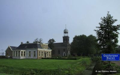 Oosterzee-Buren, de Hervormde Martinuskerk is in 2012 verkocht en wordt herbestemd tot woonhuis