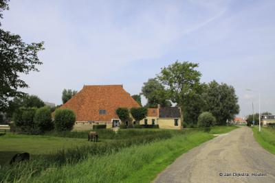 Kop-hals-rompboerderij in Oppenhuizen
