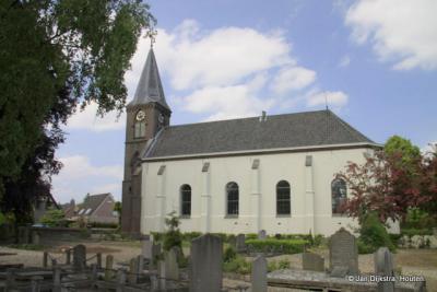 Bij de kerk van Opijnen