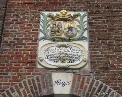 Aan de kerk van Oppenhuizen