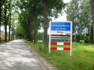 Oranjedorp is een dorp met een eigen bebouwde kom, maar valt voor de postadressen onder Nieuw-Dordrecht