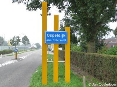 Ospeldijk is een heus dorp, met officiële blauwe plaatsnaamborden (komborden), een kern, een kerk (zij het inmiddels gesloten), een Dorpsraad en een Dorpsplan. Helaas heeft Ospeldijk geen eigen postcode waardoor het voor de postadressen 'in' Ospel ligt.