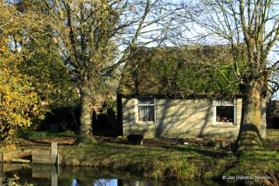 Dit moet wel het kleinste huisje van Oud-Reeuwijk zijn.