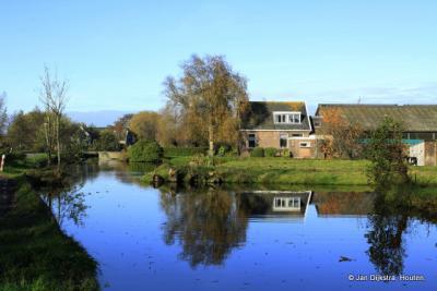 Oud-Reeuwijk in de vroege voorjaarszon.