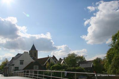 Mooie oude boerderijen gezien vanaf de Pelmolenweg in Oud-Alblas.