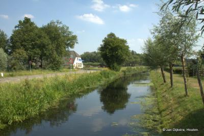 De Langbroekerwetering bij Oud-Rijsenburg, met links boerderij Weltevreden