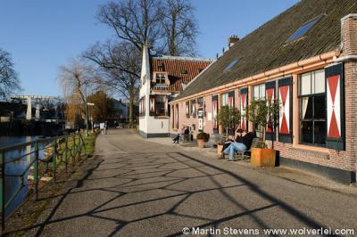 Oud-Zuilen, de Dorpsstraat langs de Vecht