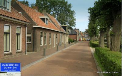 Oudebildtzijl is een dorp in de provincie Fryslân, gemeente Waadhoeke. T/m 2017 gemeente Het Bildt.