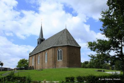 Het kerkje op een natuurlijke hoogte in Oudeschoot