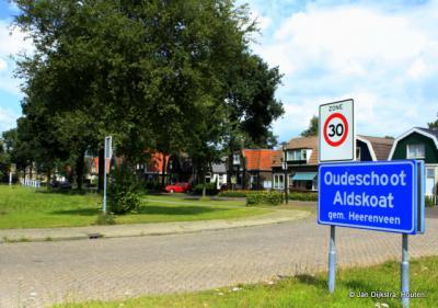 Oudeschoot is een dorp in de provincie Fryslân, gemeente Heerenveen. T/m 30-6-1934 gemeente Schoterland.