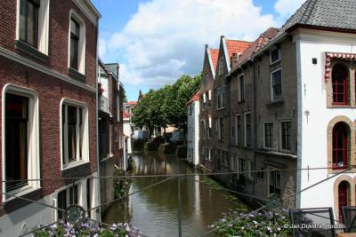 De Lange Linschoten stroomt dwars door Oudewater naar de Hollandse IJssel