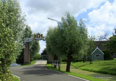 Buurtschap Oukoop is in de regio bekend vanwege de Oukoopse Molen en vanwege gemeentelijk monument Hoeve Wiltenburg met het prachtige, rijksmonumentale toegangshek.