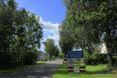 Ouwsterhaule is een dorp in de provincie Fryslân, gemeente De Fryske Marren. T/m 1983 gemeente Doniawerstal. In 1984 over naar gemeente Skarsterlân, in 2014 over naar gemeente De Fryske Marren.
