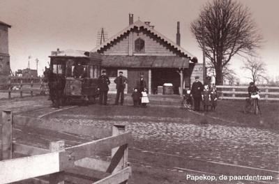 Papekop had vroeger een spoorstaton en een halte voor de paardentram.