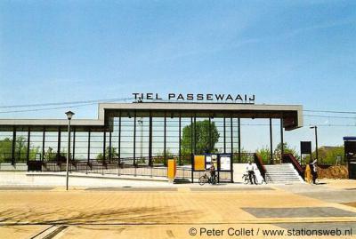 Passewaaij (Vinex-wijk van Tiel) heeft sinds 2007 een NS-station aan de spoorlijn Dordrecht-Elst