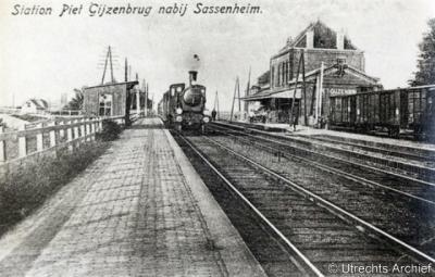Piet Gijzenbrug (buurtschap van Noordwijkerhout en Voorhout) had een station aan de lijn Haarlem-Leiden op grondgebied van de gem. Noordwijkerhout.