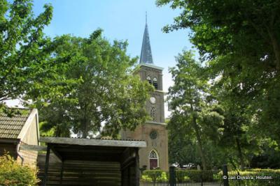 Bij de kerk in Pietersbierum
