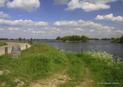 Het landschap van de Afgedamde Maas bij Poederoijen