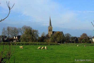 Ravenswaaij gezien met de N.H Sint Nicolaaskerk vanaf de Engweg.